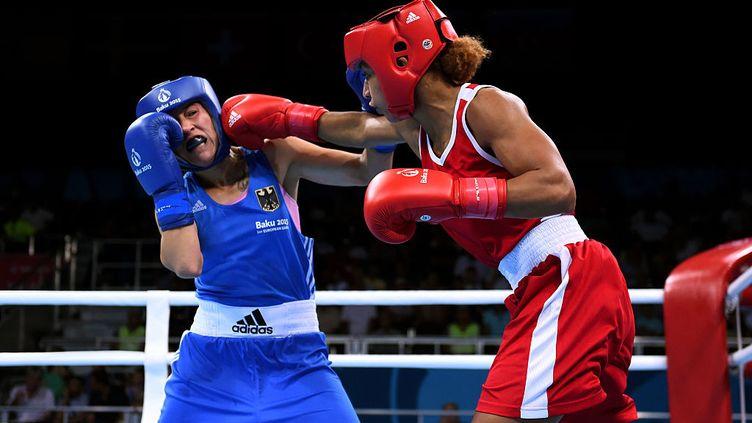 La française Estelle Mossely (rouge) et l'allemande Tasheena Bugar aux jeux européens de Baku le 23 juin 2015. (DAVID RAMOS / GETTY IMAGES EUROPE)