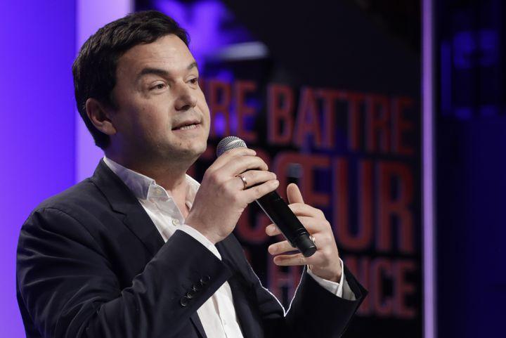 Thomas Piketty, le 21 mars 2017, lors d'un meeting de Benoît Hamon à Bruxelles. (THIERRY ROGE / BELGA MAG / AFP)