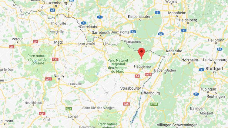 Des inscriptionsracistes et antisémites ont été découvertes sur l'une des façades de la mairie de Dieffenbach-lès-Woerth (Bas-Rhin). (GOOGLE MAPS)