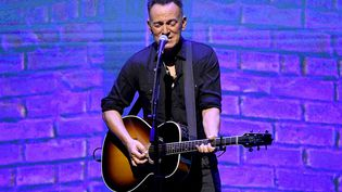 "Bruce Springsteen, sur scène lors de la présentation du documentaire Netflix ""Springsteen On Broadway"", en 2019. (KEVIN WINTER / GETTY IMAGES NORTH AMERICA / AFP)"