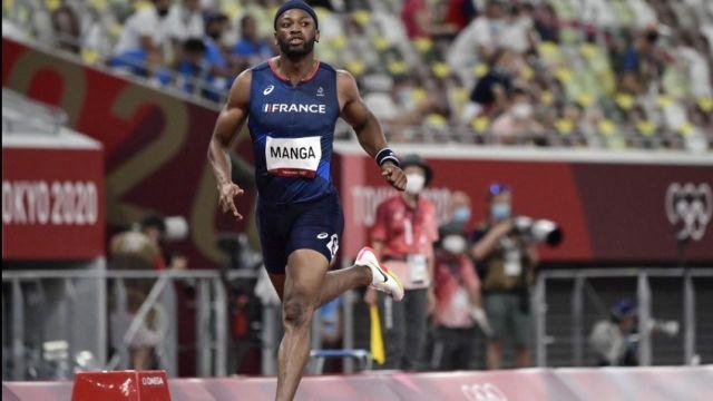 Après Pascal Martinot-Lagarde, Aurel Manga est le deuxième tricolore à se hisser en finale du 110 m haies.Le Français égale son record personnel en 13'24'' et termine second de sa série.