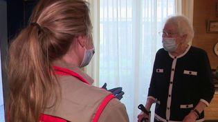 Coronavirus : la Croix-Rouge aux petits soins pour les plus démunis (France 2)
