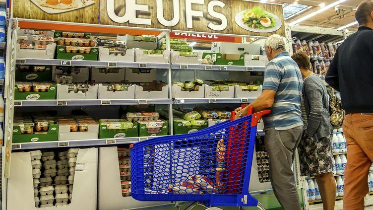 """Le rayon """"œufs"""" d'un supermarché, à Lille (Nord), le 11 août 2017. (PHILIPPE HUGUEN / AFP)"""