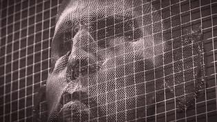 24 visages fabriqués avec du grillage et animés par un mécanisme.  (France 3 Culturebox (capture d'écran))