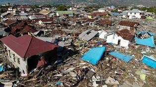 Vue aérienne de Palu, en Indonésie, ravagé après le séisme et le tsunami, le 1er octobre 2018. (JEWEL SAMAD / AFP)