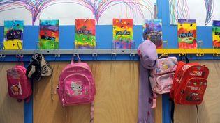 Le projet de loi sur la refondation de l'école prévoit la création de 60 000 postes sur cinq ans et donne la priorité au primaire. (ERIC CABANIS / AFP)