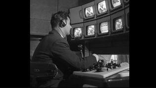 Le 29 juin 1949, à 21 heures, était diffusé le tout premier journal télévisé français.À l'époque, il durait 15 minutes et il n'y avait pas de présentateur. (France 2)