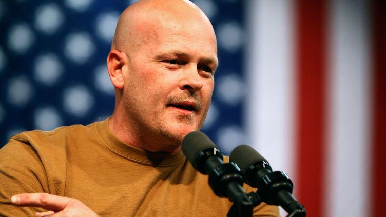 """Le républicain """"Joe le plombier"""", invité surprise de la campagne de 2008 aux Etats-Unis, lors d'un discours le 30 octobre 2008 à Mentor (Ohio). (CHIP SOMODEVILLA / GETTY IMAGES / AFP)"""
