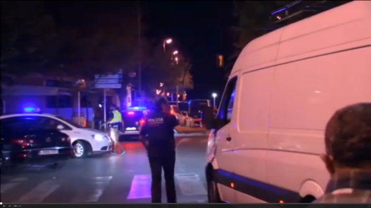 Un policier intervient sur les lieux de l'attentat à Cambrils, en Catalogne (Espagne), le 18 août 2017. (REUTERS)