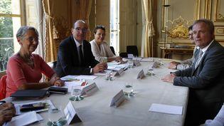 La ministre du Travail, Elisabeth Borne, le Premier minitre, Jean catex, et le président de la CFE-CGC, François Hommeril, à Matignon, jeudi 9 juillet 2020. (THOMAS COEX / AFP)