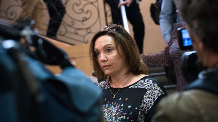 L'institutrice Agnès Lelong lors de son procès à Tarascon (Bouches-du-Rhône), le 24 septembre 2013. Un de ses élèves s'est pendu, accidentellement, après avoir été puni. (BERTRAND LANGLOIS / AFP)