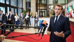 Emmanuel Macron s'exprime devant la presse après l'échec des négociations sur plusieurs postes clés de l'Union européenne, lundi 1er juillet 2019 à Bruxelles (Belgique). (GEOFFROY VAN DER HASSELT / AFP)