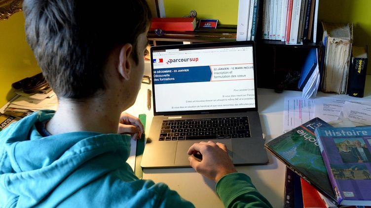 Un lycéen s'inscrit sur Parcousup. (photo d'illustration) (MARC OLLIVIER / OUEST-FRANCE / MAXPPP)