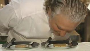 """Alain Dutournier, grand chef cuisinier du restaurant """"Carré des feuillants"""" à Paris. (FTVi / Laurence Decherf, Hélène Vergne, Olivier Gardette - France 2)"""