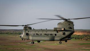 Un hélicoptère de transport lourd de la Royal Air Force en soutien aux opérations antiterroristes françaises dans la région de Gao au Mali, en août 2018. (FRED MARIE / HANS LUCAS)