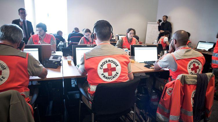 (76 personnes sont mobilisées à Paris pour répondre aux victimes et à leurs proches © SIPA/Nicolas Messyasz)
