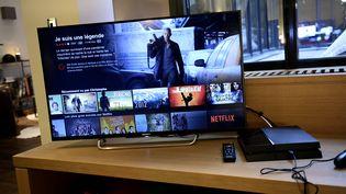 La page de séléction du diffuseur de vidéos Netflix, chez un particulier à Paris, le 15 septembre 2014. (STEPHANE DE SAKUTIN / AFP)