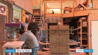 Aurèle Charlet a décidé d'installer son entreprise de fabrication de skate dans le petit village deVoivres (Vosges). (FRANCE 3)