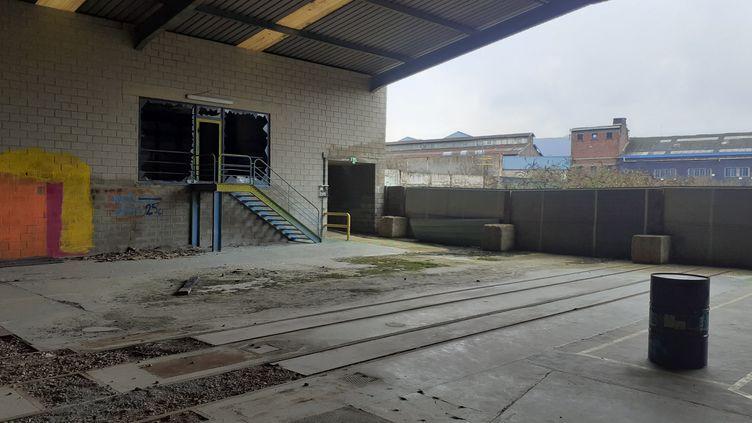 A Revin (Ardennes), les 6 hectares de friche de l'ancienne usine Porcher, inoccupés depuis 2011, devaient accueillir les Cycles Mercier. (ALEXANDRE BLANC / RADIO FRANCE)