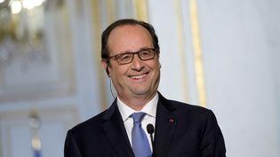 François Hollande sourit lors d'une conférence de presse à l'Elysée, le 1er décembre 2014, à Paris. (LIONEL BONAVENTURE / AFP)
