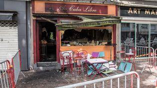 La vitrine du bar Au Cuba libre, détruit par un incendie, à Rouen, le 6 août 2016.  (MAXPPP)