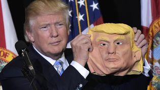 Donald Trump lors d'un meeting à Saratosa, en Floride, lundi 7 novembre 2016. (MANDEL NGAN / AFP)