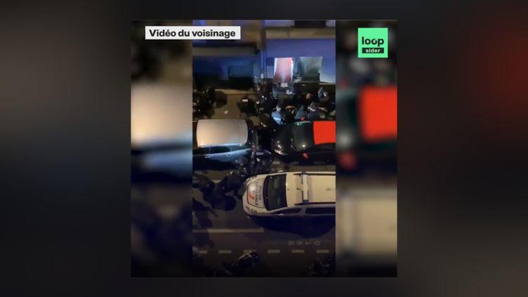 Extrait de la vidéo mise en ligne le 26 novembre par Loopsider montrant le passage à tabac d'un producteur de musique par trois policiers, à Paris. (CAPTURE D'ECRAN)