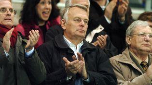 Jean-Marc Ayrault lors de l'une de ses rares apparitions à un match de football, le 10 mars 2007 à l'occasion d'un Nantes-Nancy, à Nantes (Loire-Atlantique). (FRANK PERRY / AFP)