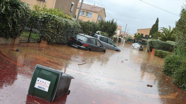 Les rues inondées de la commune de La Londe-Les Maures (Var) frappée par inondations - le 19 janvier 2014 (MAXPPP)