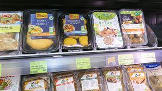 Un rayon de produits biologiques dans un magasin des réseaux de magasin Biocoop, le 31 janvier 2017. (MAXPPP)