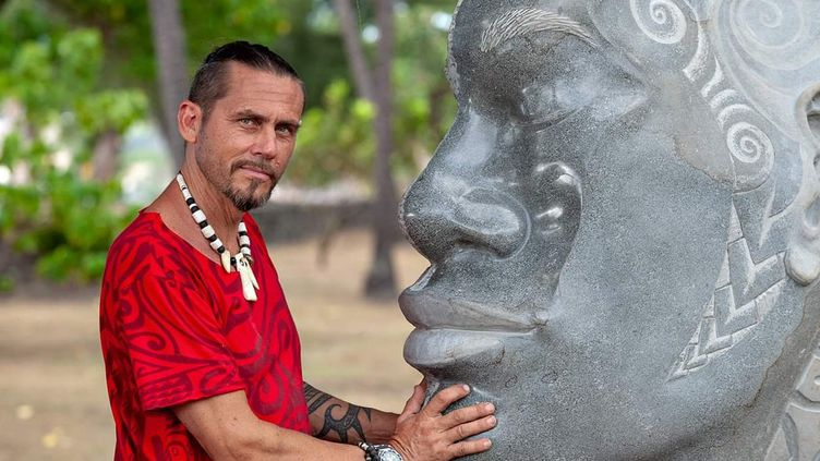 Teva Victor devant une de ses sculptures (Cédric Valax)