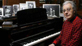Lalo Schifrin dans son studio de Beverly Hills en 2006  (DAMIAN DOVARGANES/AP/SIPA)