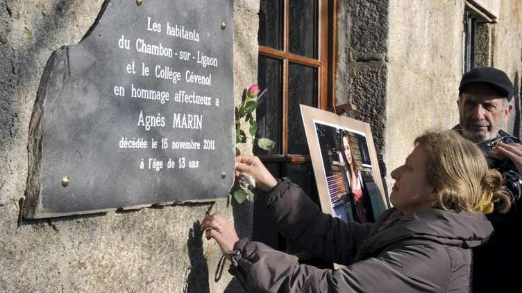 Une habitante du Chambon-sur-Lignon (Haute-Loire), lors de l'hommage rendu à Agnès, le 20 novembre 2011. (PHILIPPE DESMAZES / AFP)