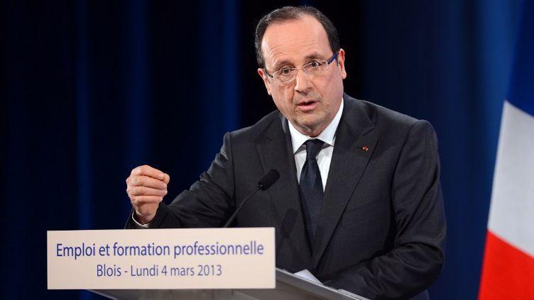 Le chef de l'Etat, François Hollande, lors de son discours sur la formation professionnelle, à Blois (Loir-et-Cher), le 4 mars 2013. (ALAIN JOCARD / AFP)