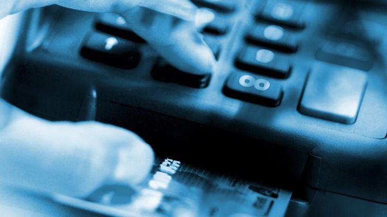 (En rémunération d'une prestation fictive, le voleur demandait le paiement par carte bleue d'une somme modique sur un faux terminal © Maxppp)