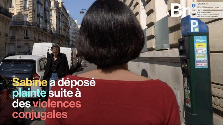 Lorsqu'une femme battue décide de sortir du silence, sa situation est souvent sous-estimée par les enquêteurs. Sabine et son avocate témoignent. (BRUT)