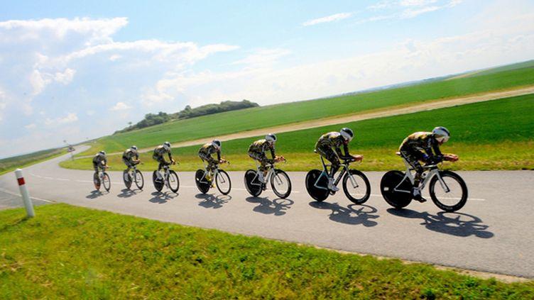 Les soldats de l'équipe cycliste de l'Armée de Terre, unis jusque dans l'effort. (PICASA)