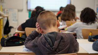 Dans enfants enclasse de CE2 en France le 13 octobre 2020. (MYRIAM TIRLER / HANS LUCAS)