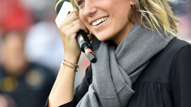 La journaliste Clémentine Sarlat, lors d'un match de rugby au Stade toulousain, le 23 octobre 2016. (REMY GABALDA / AFP)