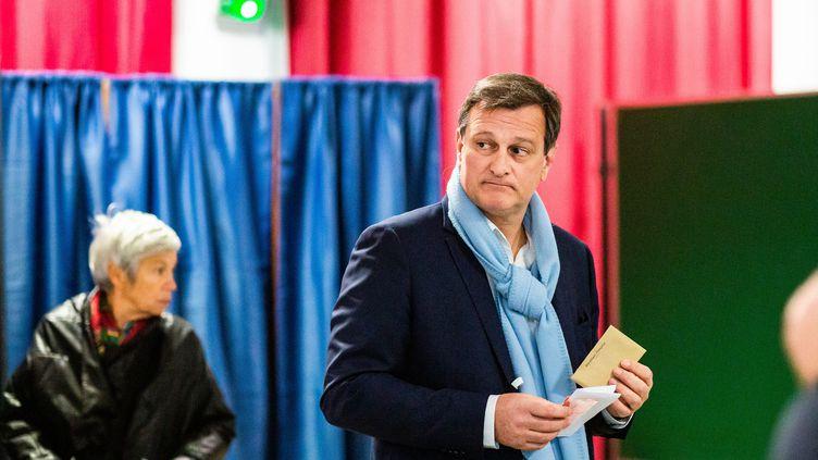 Louis Aliot (RN), candidat à la mairie de Perpignan (Pyrénées-Orientales), vote, le 15 mars 2020. (JC MILHET / HANS LUCAS)