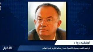 La photo d'Olivier Roy diffusée sur la chaîne syrienne Dounia pendant qu'une présentatrice cite des extraits de la fausse interview de ce spécialiste français de l'islam. (Dounia - Youtube)