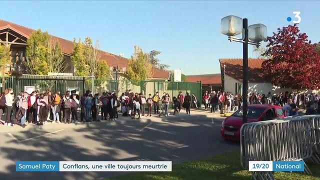 Assassinat de Samuel Paty : un an après le drame, l'émotion est forte à Conflans-Sainte-Honorine