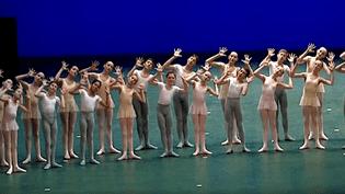 """Chaque année au mois de décembre, les Petits rats de l'Opéra montrent ce qu'ils savent faire à travers les """"Démonstrations"""".  (France 3)"""