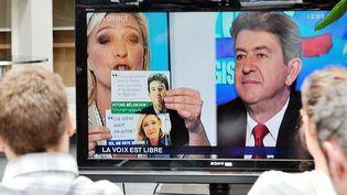 Marine Le Pen et Jean-Luc Mélenchon lors du débat organisé par France 3 Nord-Pas-de-Calais, le 2 juin 2012. (PHILIPPE HUGUEN / AFP)