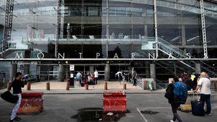 L'entrée de la gare Montparnasse, à Paris lundi 31 juillet 2017. (LIONEL BONAVENTURE / AFP)