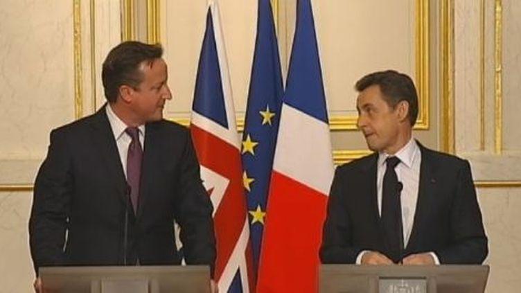 Le Premier ministre britannique, David Cameron, et Nicolas Sarkozy, à l'Elysée (Paris), le 17 février 2012. (FTVI / FRANCE 2)