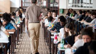 Lors d'une épreuve de philosophie au baccalauréat, en juin 2011 à Paris. (MARTIN BUREAU / AFP)