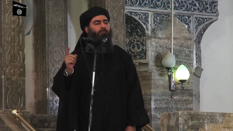 Capture d'écran d'une vidéo de propagande, diffusée le 5 juillet 2014, dans laquelle Abu Bakr Al-Baghdadi se présente comme le leader de l'Etat islamique. (AL-FURQAN MEDIA / AFP)