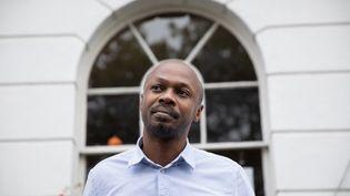 Le réalisateur kényan Peter Murimià Londres, le 8 octobre 2020. (TOLGA AKMEN / AFP)