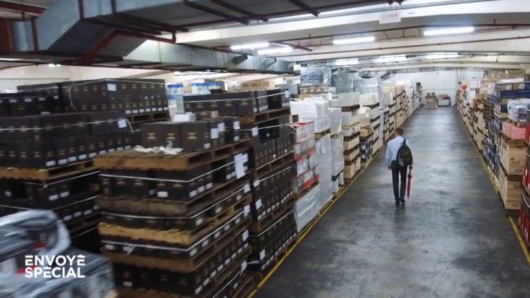 A Hong Kong, plaque tournante du commerce de vin en Asie, un coffre-fort géant où dorment 3 millions de bouteilles de grands crus (ENVOYÉ SPÉCIAL  / FRANCE 2)